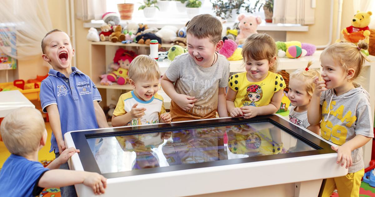 Інтерактивний дитячий стіл