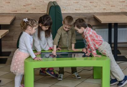 Дитячий інтерактивний стіл