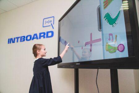 Інтерактивна панель Intboard
